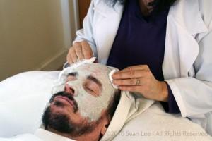 David_Shark_Fralick_with_Mariana_Chicet_Facial_Mask_Treatment_DSC01061